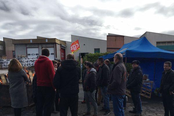 Depuis mercredi 29 janvier, les 37 salariés de la société SES, à Saint-Pal-de-Mons en Haute-Loire, occupent leur usine.