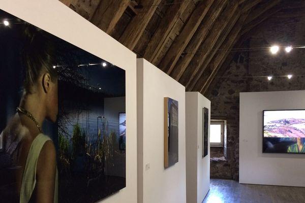 Le château de la Trémolière, prés de Salers dans le Cantal, ouvre ses portes durant tout l'été jusqu'au 2 octobre et accueille l'exposition de photos et vidéos contemporaines d'Anne-Sophie Emard.