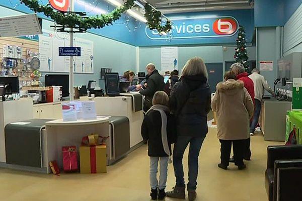 Dans cette enseigne, les clients ont jusqu'au 15 janvier pour échanger leurs cadeaux / Thillois, Marne, 26 décembre 2017