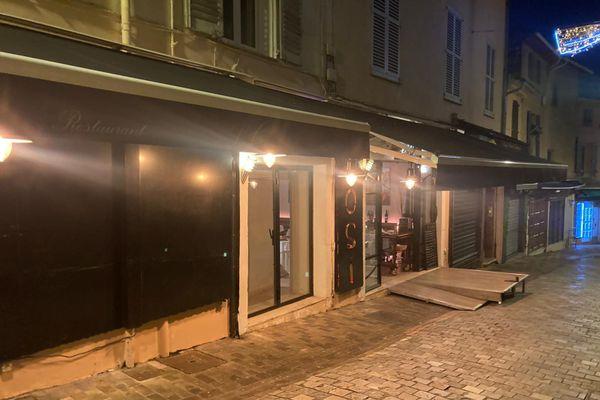 Les restaurants ne peuvent plus proposer de vente à emporter après 18 heures dans les Alpes-Maritimes suite à la mise en place du couvre-feu anticipé.