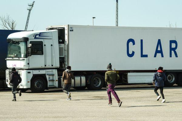Des migrants illégaux de Calais en mars - Photo d'illustration