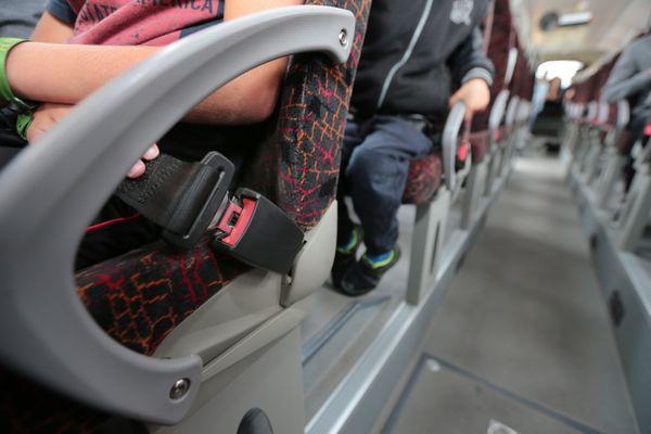 Les cars scolaires sont tous équipés de ceinture