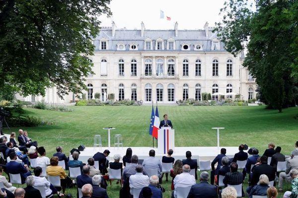 Le 29 juin 2020, le président Emmanuel Macron recevait les 150 membres de la Convention citoyenne pour le climat à L'Elysée