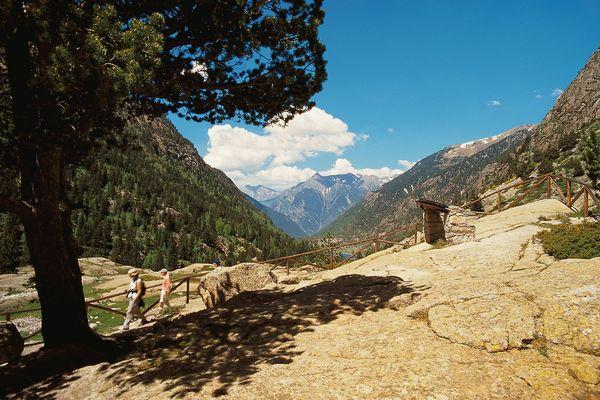 Les paysages des parcs naturels du versant sud des Pyrénées (ici celui d'Aïguestortes) portent les vestiges des glaciers qui les recouvraient il y a 40 000 ans.