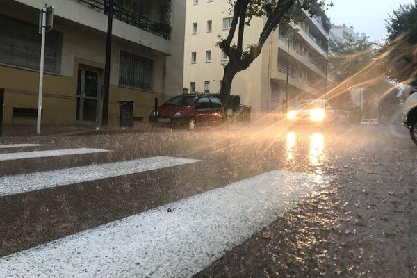 Antibes sous la pluie ce vendredi matin.