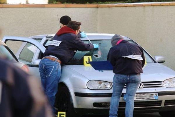 Carcassonne - la voiture dont le jeune de 19 ans était passager. Il a été abattu au fusil de chasse devant le cimetière de La Conte, dimanche - 3 février 2014.