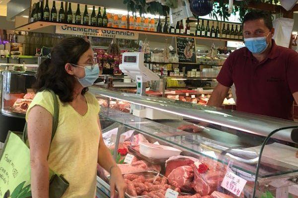 Au marché couvert de Libourne, les masques sont déjà obligatoires, depuis ce matin.
