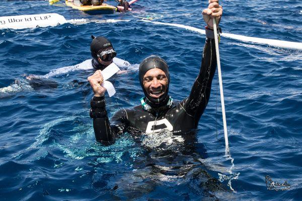 Le 12 mai, Abdelatif Alouach établit un nouveau record de France à 111 mètres de profondeur.