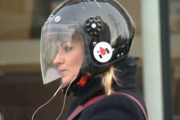Oreillettes, casques et écouteurs vont être interdits au volant