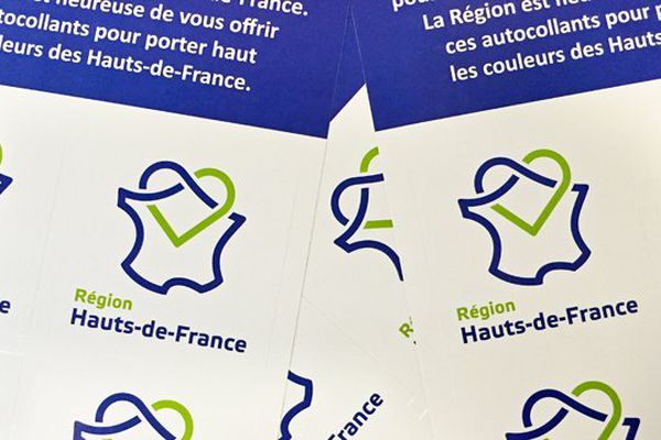 Des autocollants du nouveau logo des Hauts-de-France.