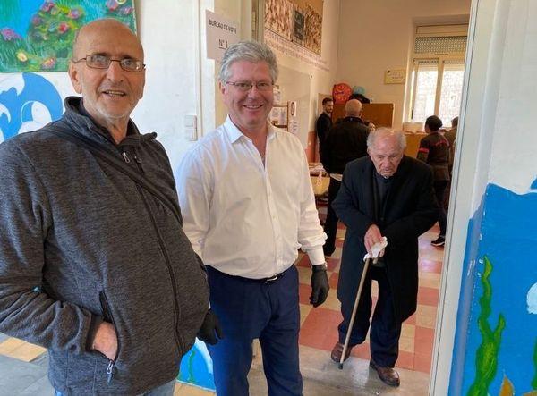 Georges Mela, à 'entrée d'un bureau de vote, le 15 mars dernier