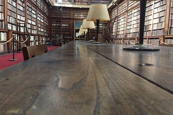 La table centrale de la bibliothèque Fesch