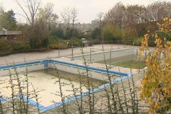 Rénover ou pas ? La piscine des Ayguinards attend toujours .