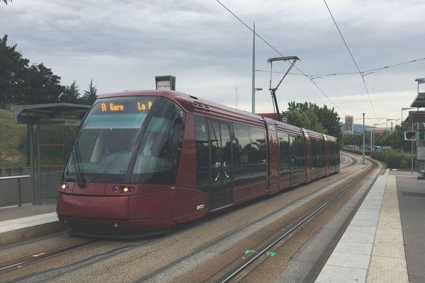 La ligne A du tramway de Clermont-Ferrand est victime d'une panne électrique, ce vendredi 13 décembre. (photo d'archives)
