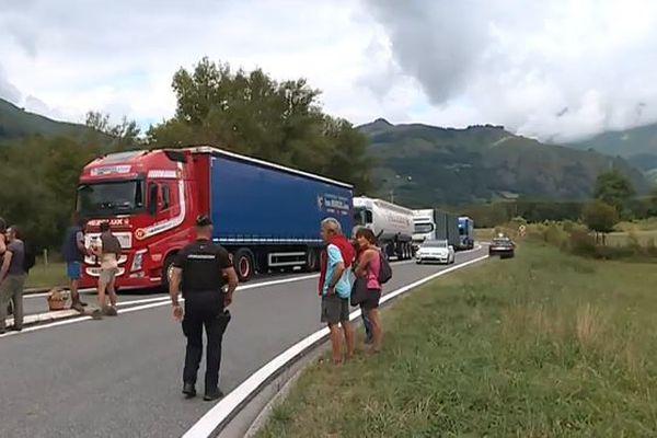 La semaine dernière, une manifestation du même type avait perturbé le trafic des camions à Accous