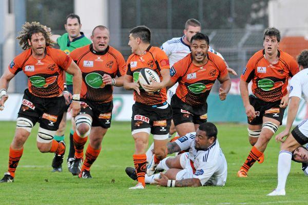 Les hommes en orange et noir du RCNM Narbonne joueront dimanche 18 mai contre Agen à 14 h au stade Armandie (ici contre Bourg-en-Bresse le 12 octobre 2013
