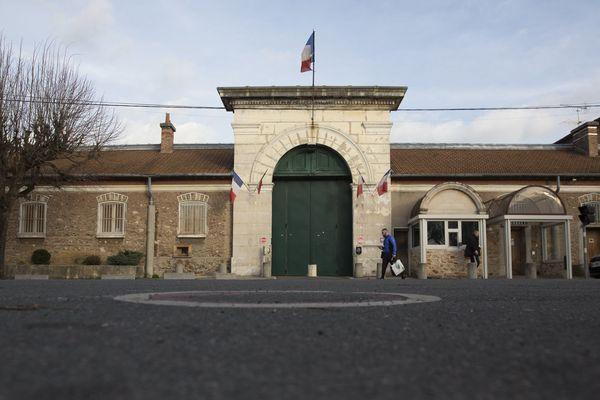 La tentative d'évasion a échoué grâce à un agent de division de la prison de Fresnes, qui a donné l'alerte.
