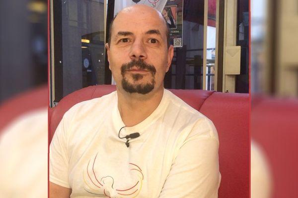 Joseph est salarié de l'association Aides de Clermont-Ferrand. Il a contracté le virus du VIH en 2006.