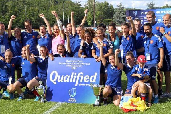L'équipe de France de Rugby à 7 savoure sa victoire.