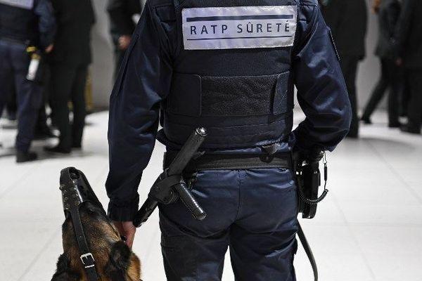 Lors d'une opération de contrôle, gare du Nord, à Paris, le 6 octobre 2016.
