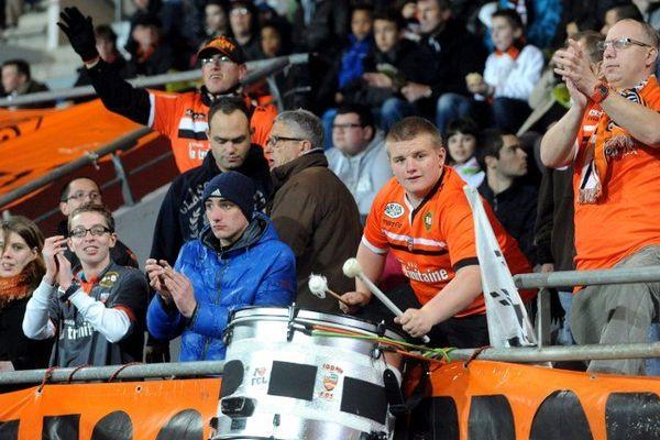 Supporters du FC Lorient lors du match Lorient/PSG 30e journée de Ligue 1