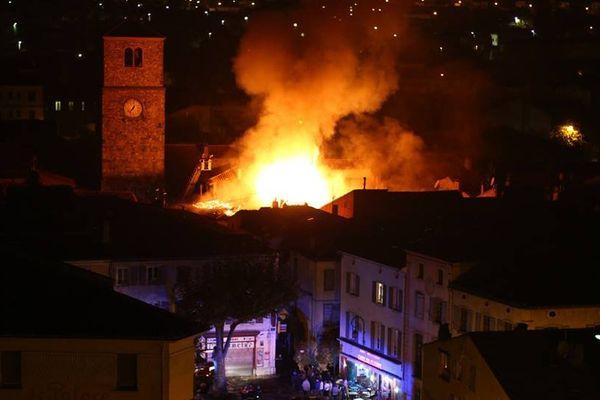 Incendie à Quillan, 3 maisons ont été détruites (octobre 2014)