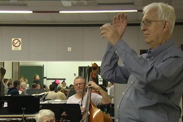 Jean-Louis Houry s'entraîne pour sa première représentation en tant que chef d'orchestre, ce dimanche.