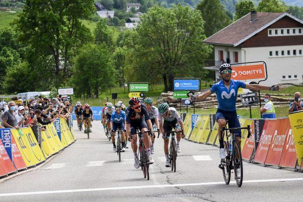 L'Espagnol Alejandro Valverde franchit la ligne d'arrivée en vainqueur au Sappey-en-Chartreuse.