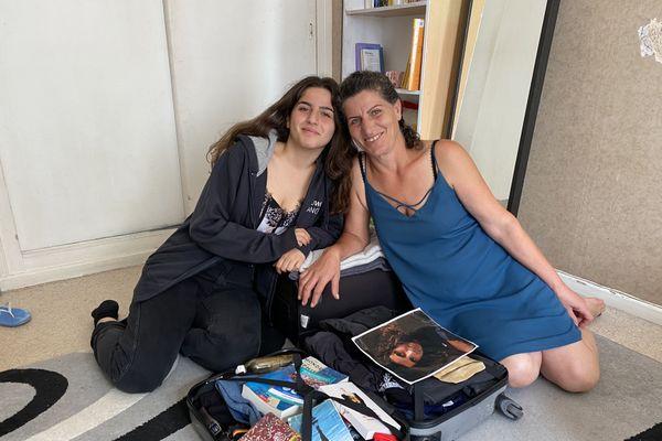 Enana aidée par sa maman Farizah prépare ses bagages. Elle intègre le 27 août prochain United Word Colleges à Maastricht.