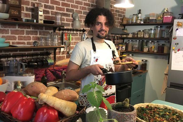 Faux gras, houmous, samoussa, potimarron farci, tarte aux épinards et bûche végétale forment le menu de Salaheddine Zerkane
