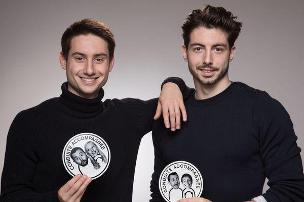 Léo (21 ans) et Romain (23 ans) Guillon, deux frères de Ploërmel, ont lancé début janvier Magnet Face, un site qui personnalise les autocollants de conduite accompagnée.