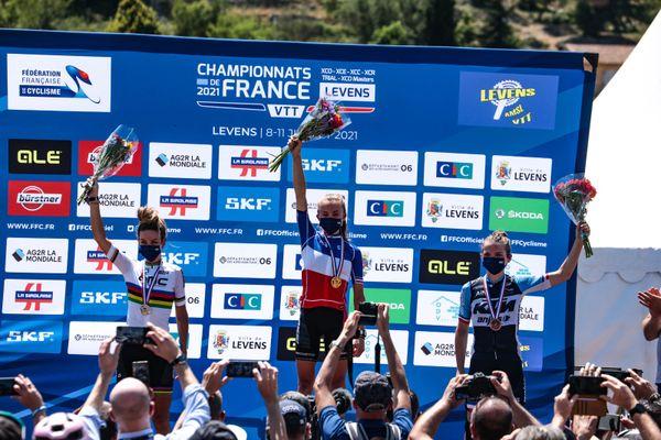 La Vttiste haut-savoyarde s'est imposée devant Pauline Ferrand-Prevot et Léna Gérault lors des championnats de France à Levens, dans les Alpes-Maritimes.