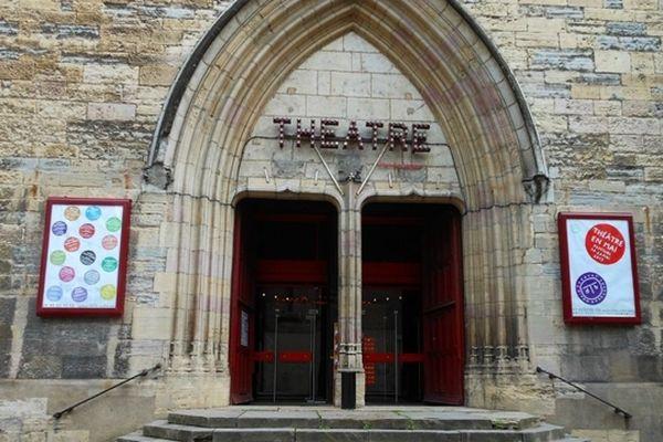 Le théâtre du parvis Saint-Jean à Dijon accueille une partie des spectacles de Théâtre en mai 2013