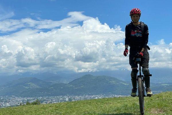 Sylvain Gobron, un Grenoblois, est champion du monde de monocycle sur 100km.