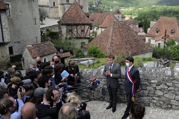 Le président Emmanuel Macron en visite à Saint-Cirq-Lapopie dans le Lot - 2 juin 2021.