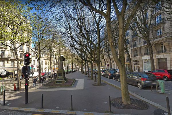 La nouvelle Place Claude Nougaro, au pied de la butte Montmartre et au coeur du XVIIIème arrondissement de Paris.