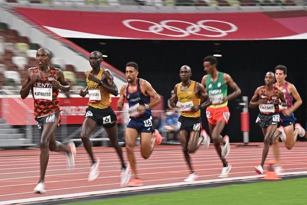 De gauche à droite, le Kényan Rhonex Kipruto, l'Ougandais Joshua Cheptegei et le Français Morhad Amdouni le 30 juillet lors de l'épreuve du 10 000 mètres des Jeux-Olympiques