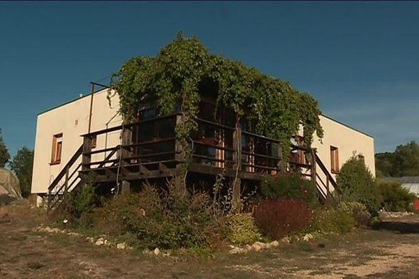Une maison avec des murs en paille et une ossature en bois à Souvignargues dans le Gard