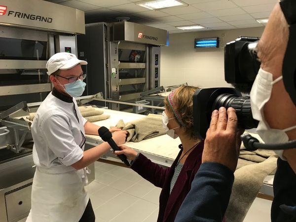 Un élève en boulangerie-pâtisserie du lycée Rabelais interviewé lors du journal de France 3 Normandie