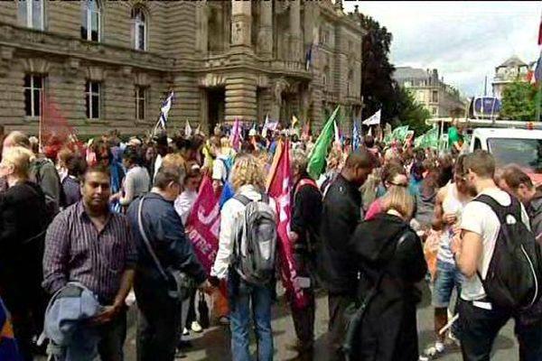 Les marcheurs juste avant le départ place de l'Université à Strasbourg cet après-midi