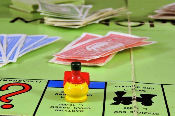 Non, les billets de Monopoly ne sont toujours pas acceptés par la Banque de France.