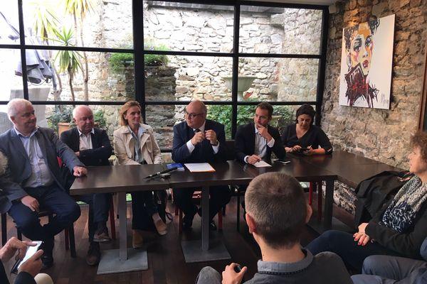 Ludovic Jolivet (au centre) annonce sa candidature pour les élections municipales de 2020