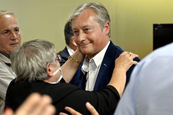 Dimanche 28 juin 2020, Laurent Hénart, maire sortant de Nancy, annonce sa défaite devant ses sympathisants et colistiers dans son QG de campagne.