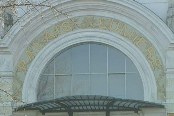 La numérisation des documents se fait dans la partie médiathèque au Palais Lumière