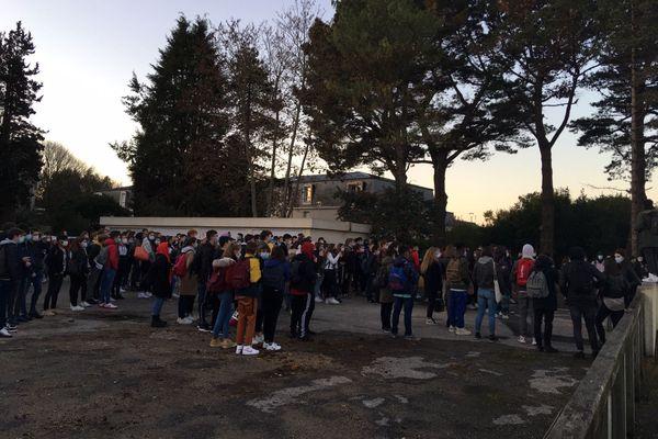 Au lycée Laënnec de Pont L'Abbé, les élèves réclament une meilleure application du protocole sanitaire