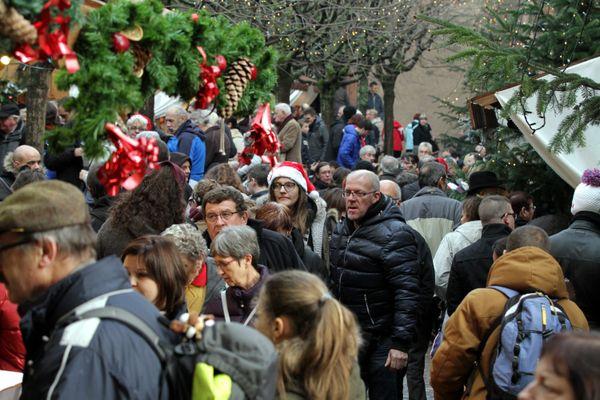 Cette année, le marché de Noël de Kaysersberg se concentrera entre l'Église, l'Arsenal et la place de la mairie.