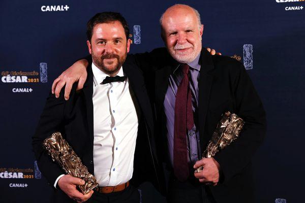 À gauche, le dessinateur de presse Aurel. À droite, le producteur Serge Lalou.