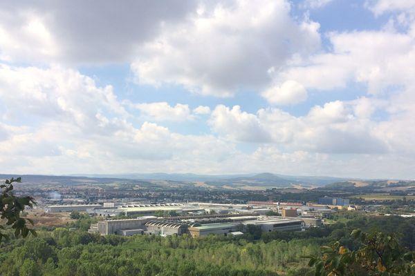 Tournée vers l'aéronautique et le spacial, la société Constellium, spécialisée dans l'aluminium, est implantée dans le Puy-de-Dôme, à Issoire, près de Clermont-Ferrand.