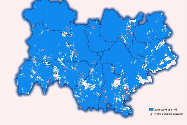 Les 40 zones blanches d'Auvergne-Rhône-Alpes sont répertoriées par des triangles rouges.