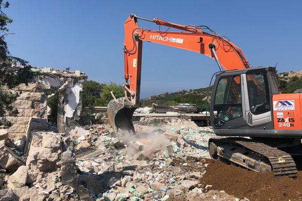Démolition de la villa Martinole, une construction illégalement construite sur un espace remarquable en Corse du Sud.